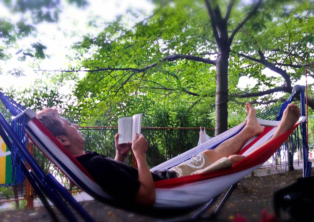 ハンモックで読書が最高